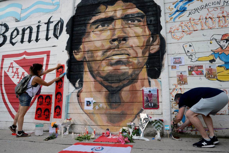 Погребан Диего Армандо Марадона