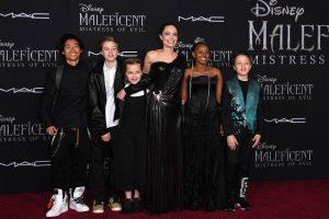 Покрај децата, Анџелина Џоли сака на Бред Пит да му ги земе и парите