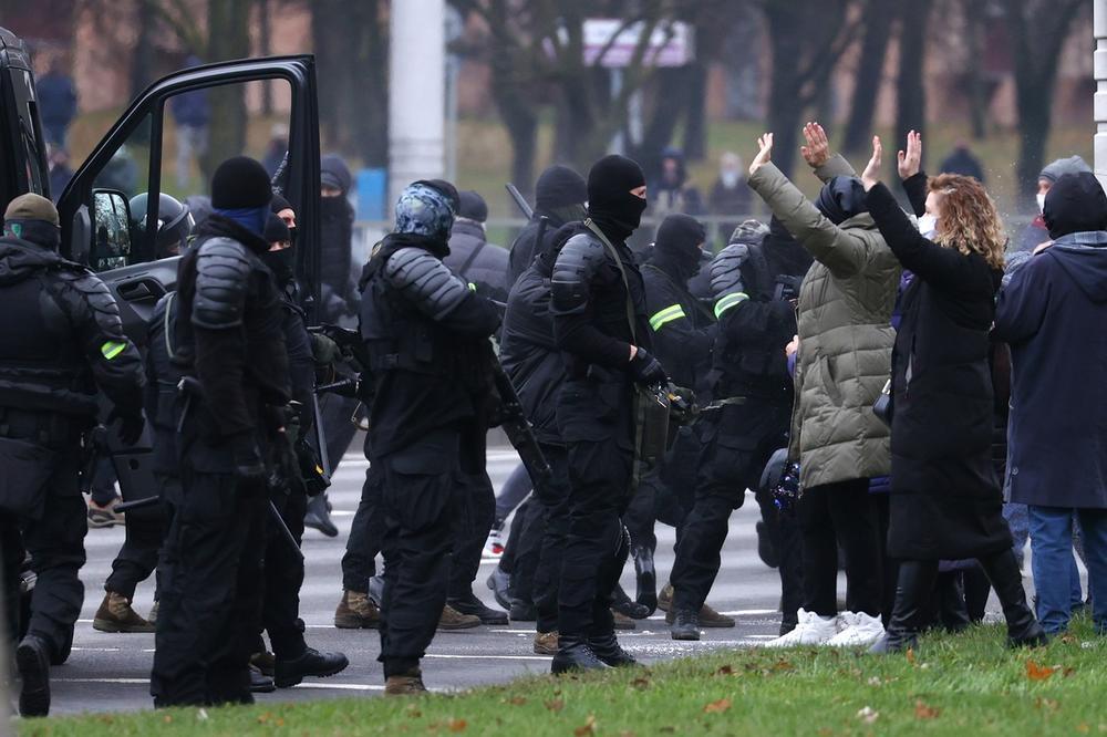 Револуцијата носи само хаос и анерхија во земјата, смета шефот на дипломатијата во Белорусија