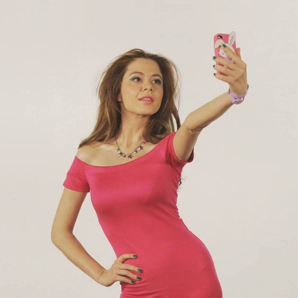 (Фото) Јелена диктира мода: Малку гламур од македонската актерка