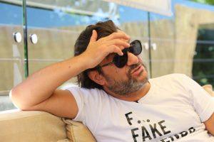 (Фото) Извршителите не можеле да му ги запленат работите на Аца Лукас, затоа што живеел во луксузниот пентхаус на Саша Поповиќ