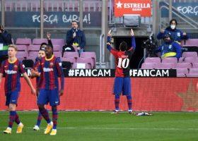 (Фото) Меси во дресот на Марадона се прости од својот идол