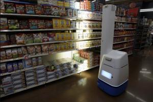 """Walmart ги """"отпушти"""" роботите, бидејќи луѓето подобро ја извршуваат работата"""