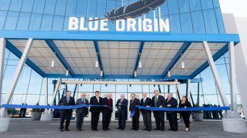 Џеф Безос: Blue Origin ќе ја одведе првата жена на Месечината (ВИДЕО)