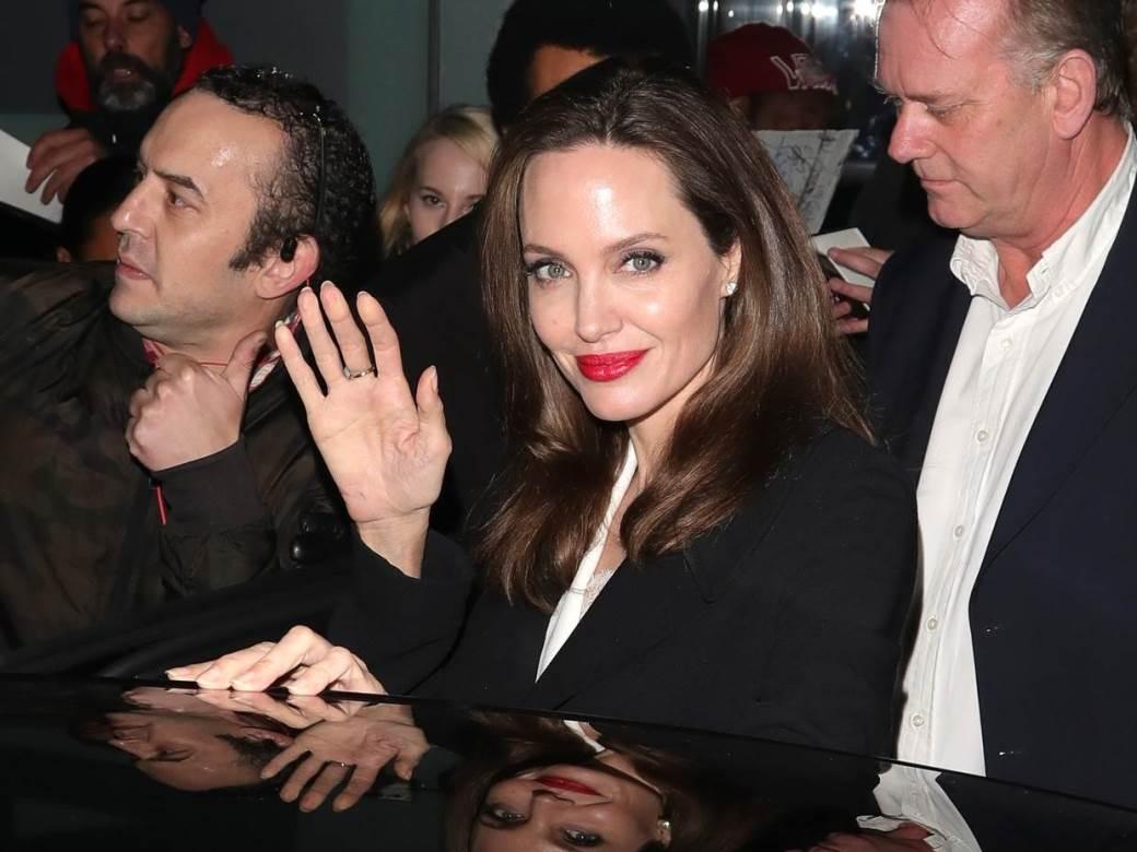 Анџелина Џоли сака оди на состаноци со жени