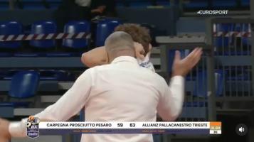 Балканско воспитување – Репеша го извади од игра па го тепаше својот млад кошаркар!
