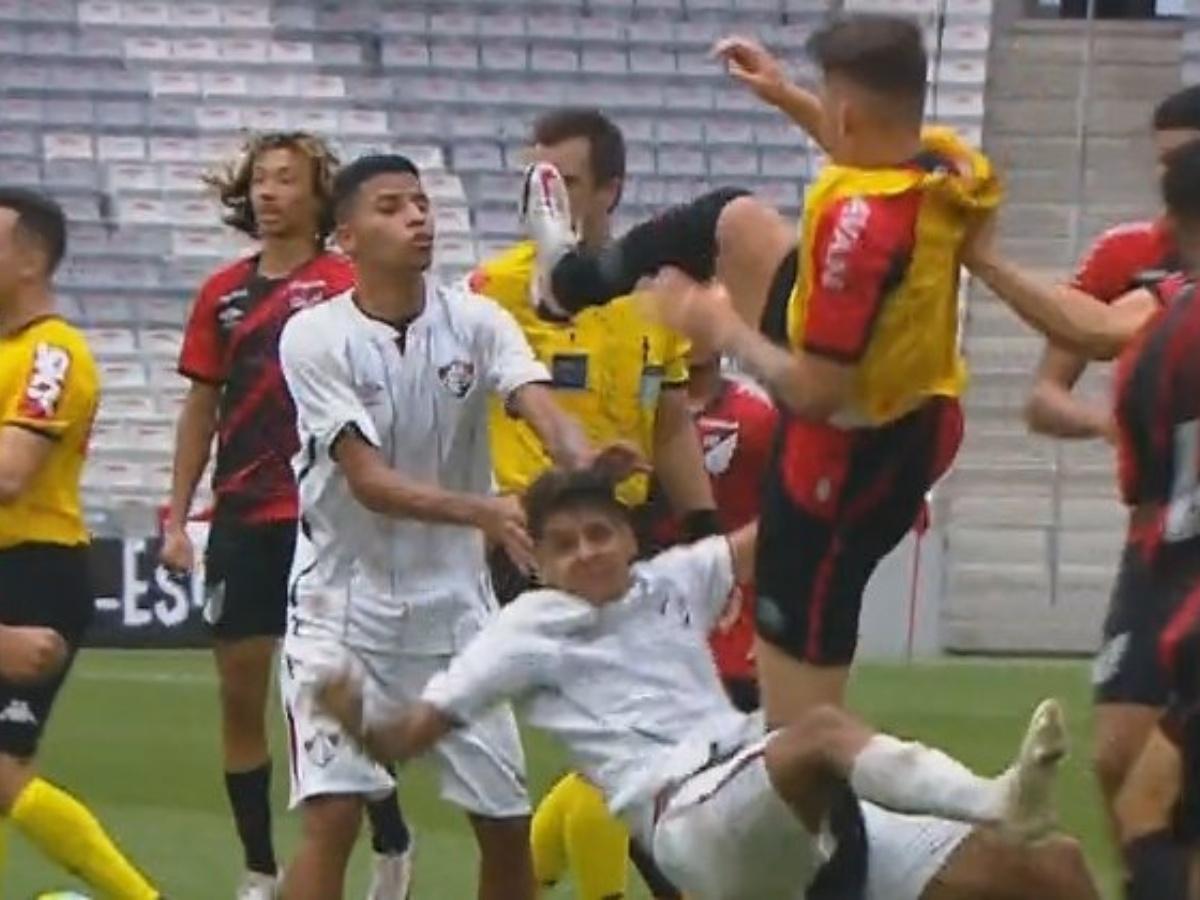 Брутална тепачка на фудбалски натпревар во Бразил
