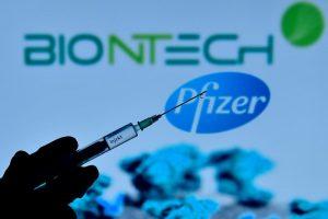 """Велика Британија ја одобри вакцината на """"Фејзер"""" против коронавирус"""