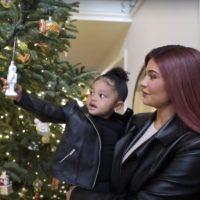 (Видео) Божик во домот на Кајли Џенер: Мајка ми ги зачувала украсите од моето детство