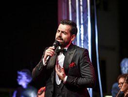 (Видео) Интимна ноќ со Павле Камилоски во барокната зграда на ВМРО-ДПМНЕ