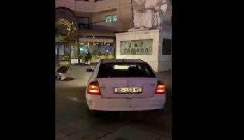 """(Видео) Нов чаламџија на скопскиот плоштад, влета со """"опелот"""" па се крстеше пред цар Самоил"""