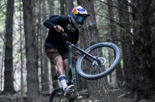 (Видео) По три години во кома, Реми пак прави акробации на велосипед