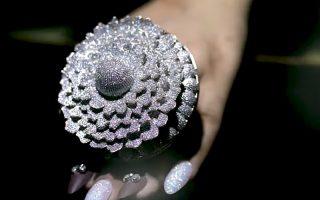(Видео) Прстен со над 12.000 дијаманти влезе во Гинисовата книга на рекорди