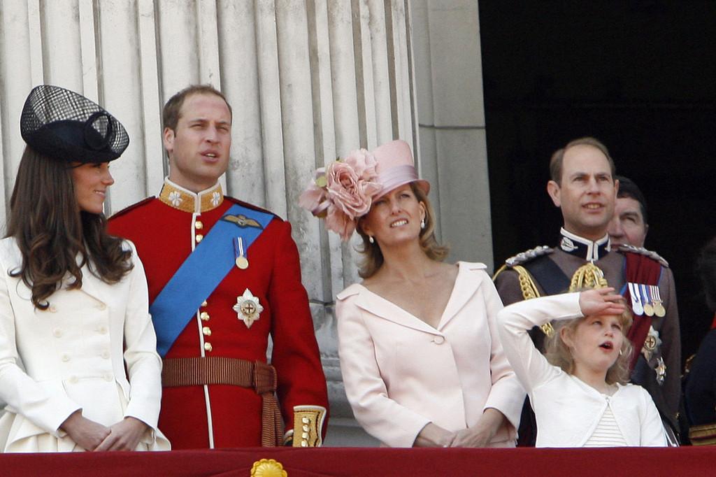 Вилијам и Кејт ги изнервираа Британците поради семејниот ручек кај кралицата