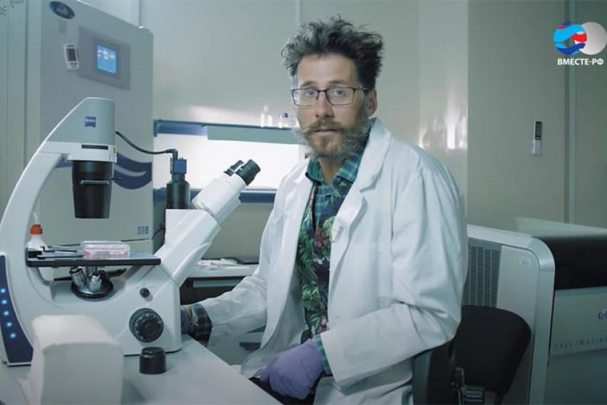 Во долна облека и со убодна рана, руски научник, кој работеше на вакцината, пронајден мртов