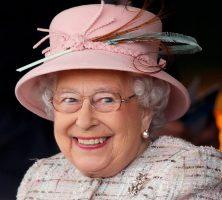 Вработен на кралскиот двор со години ја крадел кралицата па препродавал на И-беј