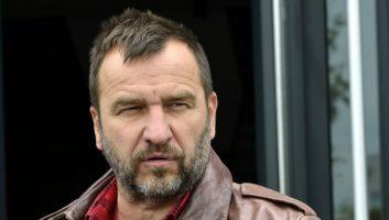 Глумецот Ненад Јездиќ пренесен во болница поради корона