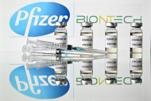 Дали по вакцинирањето, луѓето и натаму ќе го пренесуваат коронавирусот?