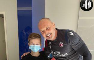 Емотивна средба на Михајловиќ со дете излекувано од леукемија