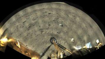 Кинеската сонда собра примероци од површината на Месечината (ВИДЕО)
