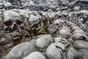 Кула од човечки черепи најдена во Мексико Сити (ВИДЕО)