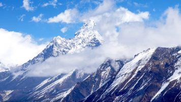 """Монт Еверест """"порасна"""" за 86 сантиметри"""