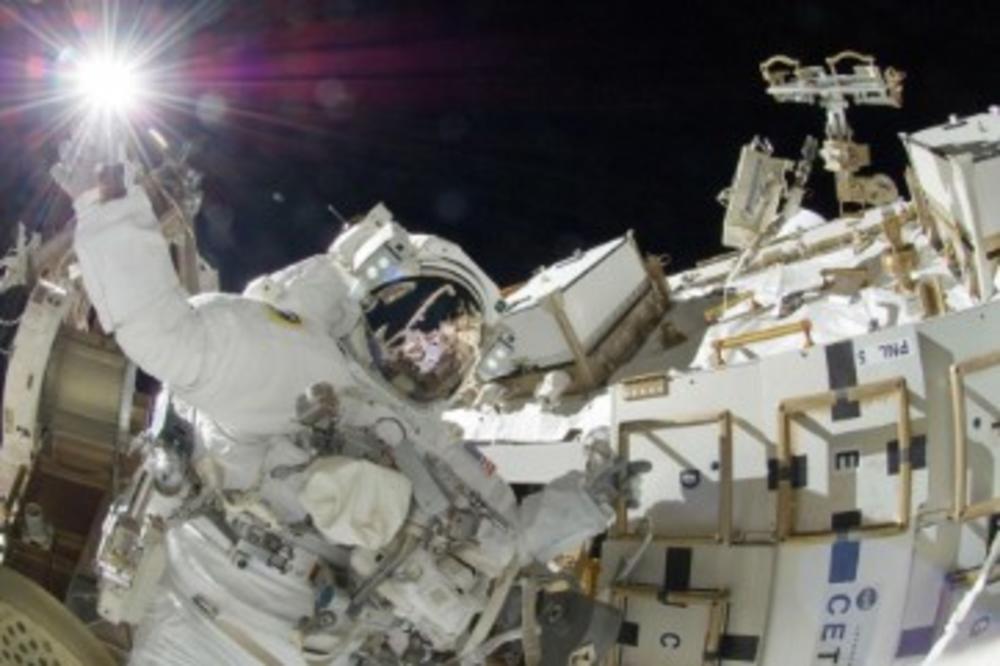 НАСА планира да испрати астронаути на Месечината во 2024 година