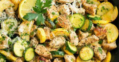Пилешко со зеленчук и рузмарин