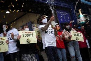 """Шпанската божиќна лотарија """"Ел Гордо"""", подели 2,4 милијарди евра на илјадници добитници"""