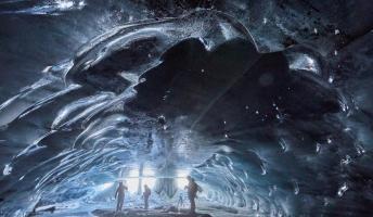 """""""Ледена катедрала"""" високо во швајцарските Алпи блекса со својата уникатност"""