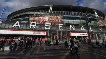 Арсенал земаа кредит од 120 милиони фунти, па купија играч од 540.000 фунти