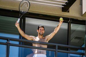 (Видео) Ѓоковиќ играше оро на балкон во Австралија