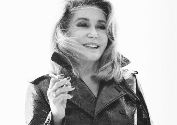 (Видео) Катрин Денев ѕвезда на пролетната кампања на Ив Сен-Лоран