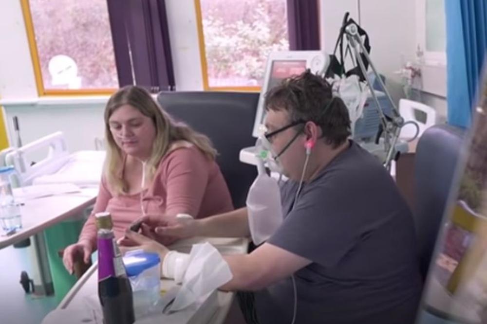 (Видео) Се венчале во ковид-болница, пред младоженецот да биде ставен на респиратор