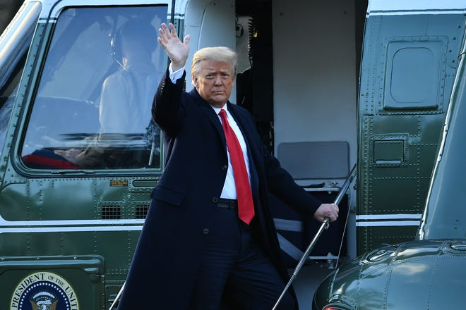 (Видео) Трамп ја напушти Белата куќа за последен пат како претседател и не дојде на положувањето заклетва на Бајден