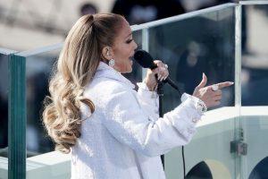 (Видео) Фановите ја обвинија Џенифер Лопез дека пеела на плејбек
