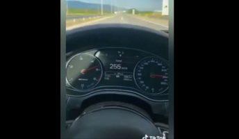 (Видео) Чаламџија со 140 километри на час ја загрози безбедноста низ скоските улици, па се објави на Тик Ток
