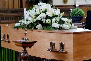 Жена забележала дека мајка ѝ е жива, само неколку секунди пред да биде кремирана