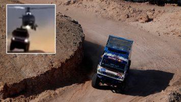 """Неверојатна сцена од Дакар – хеликоптер го """"закачи"""" второпласираниот камион"""