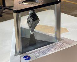 Новиот американски претседател во канцеларијата има парче од Месечината