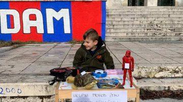 Петгодишно дете си ги продава играчките, парите ќе ги донира за луѓето во Петриња