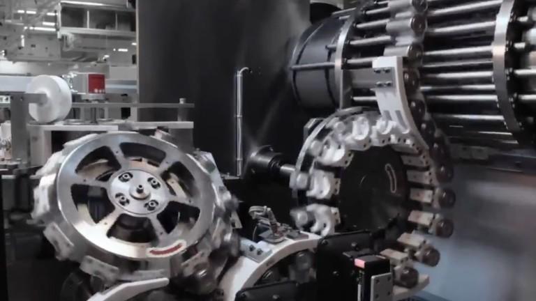 Погледнете како се создава новата револуционерна батерија на Tesla (ВИДЕО)