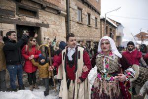 По две маски, една василичарска , една против корона: Вевчанци не се откажуваат од карневалот