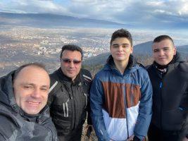 (Фото) Заев и Филипче со синовите возеа мотори на Беласица