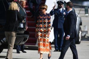 (Фото) Меланија во црн костим замина од Вашингтон, а на Флорида слета во весели бои