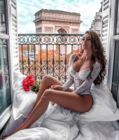 (Фото) По аферата со маж ѝ на Карлеуша, Ана Јовановиќ секси во кревет