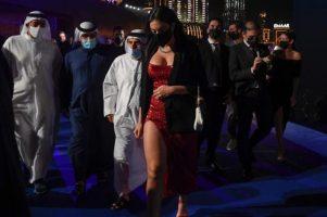 (Фото) Секси фустанот на Георгина кој го носеше во Дубаи е креиран во Приштина