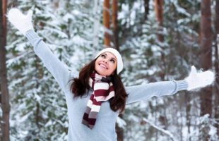 (Фото) Стилизирана зима со модерни и топли капи