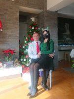 (Фото) Стојанче, тргни ѝ ја маската на Јасминка за да ѝ честиташ Нова година