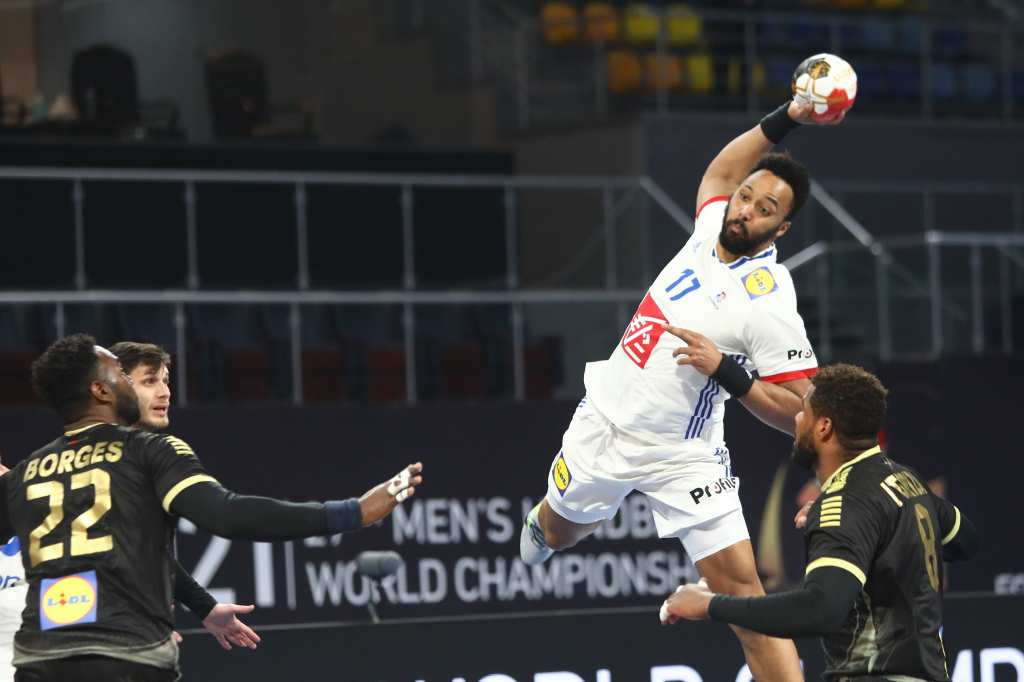 Французите и Швеѓаните со супериорност до четврт-финале